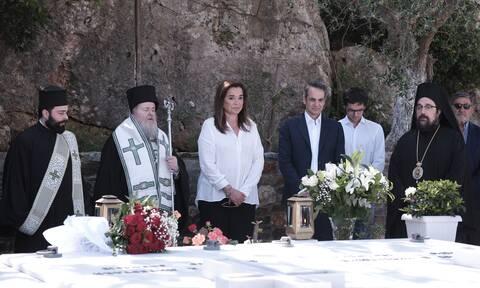 Συγκίνηση στο μνημόσυνο του Κωνσταντίνου Μητσοτάκη - Στα Χανιά ο πρωθυπουργός (pics+vid)