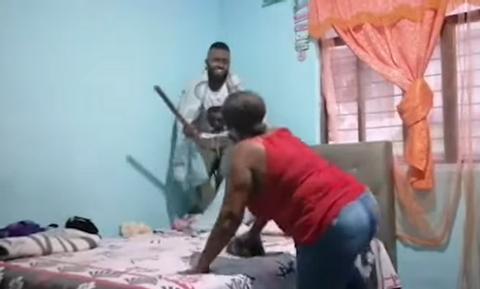 Μάνα μπήκε ξαφνικά στο δωμάτιο του γιου της! Δεν περίμενε πως θα τον δει να... (vid)