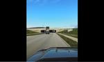 «Μυθικός» φορτηγατζής: Ξέχασε να κατεβάσει την καρότσα και πήγε να περάσει κάτω από γέφυρα...( vid)