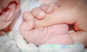 Απίστευτο: Μωρό γεννήθηκε με μακριά, πυκνά μαλλιά - Δείτε τις φωτογραφίες