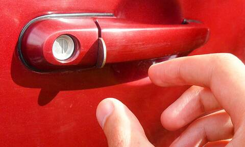 Τι σημαίνει αν βρεις νόμισμα στην πόρτα του αυτοκινήτου