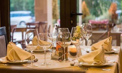 Ηλεία: «Πανικός» σε δύο εστιατόρια που άνοιξαν πρόωρα - Συλλήψεις και πρόστιμα