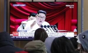 Κιμ Γιονγκ Ουν: Τελικά ζει! Η πρώτη εμφάνιση μετά από απουσία τριών εβδομάδων