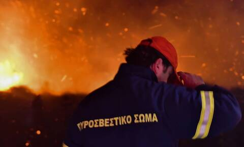 Φωτιά σε υπαίθριο χώρο στη Γλυφάδα