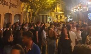 Κορονοϊός: Απίστευτες εικόνες - Χαμός στα υπαίθρια πάρτι σε Αθήνα και Θεσσαλονίκη