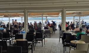 Κορονοϊός - «Άρατε πύλας»: «Πλημμύρισαν» τα καφέ στην επαρχία - Δείτε τι έγινε σε Πάτρα, Κρήτη