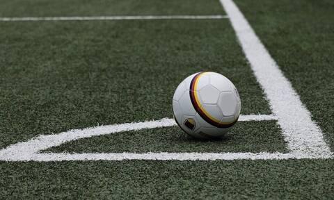 Χαμός σε γήπεδο: 400 οπαδοί κάνουν «ντου» σε ποδοσφαιρικό αγώνα (vid)