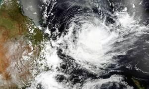 Εφιάλτης στην Αυστραλία: «Σφυροκοπείται» από την «καταιγίδα της δεκαετίας» (pics)