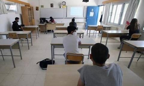 На Кипре закрыли лицей так как у преподавателя нашли коронавирус