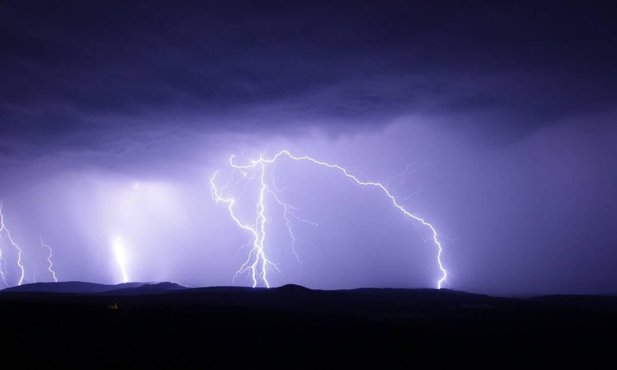 Καιρός: Αυτές τις περιοχές θα πλήξει η κακοκαιρία τις επόμενες ώρες με βροχές, καταιγίδες και χαλάζι