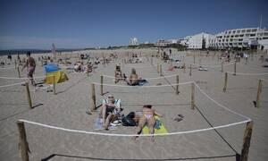 Κορονοϊός: Άνοιξαν οι παραλίες στην Γαλλία - Με σκοινιά ασφαλείας οι λουόμενοι