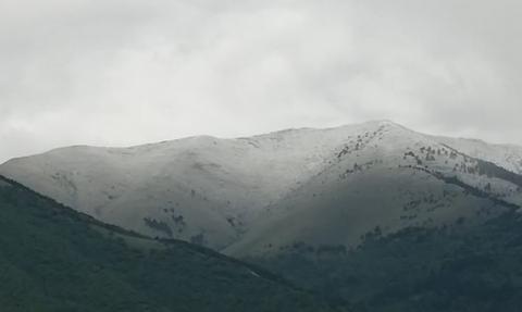 Εκτακτο: Χιονίζει τώρα σε Παρνασσό και όχι μόνο! Δείτε φωτογραφίες - H πρόγνωση της ΕΜΥ...