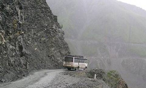 Δεν έχεις δει πιο επικίνδυνο δρόμο από αυτόν! (pics)