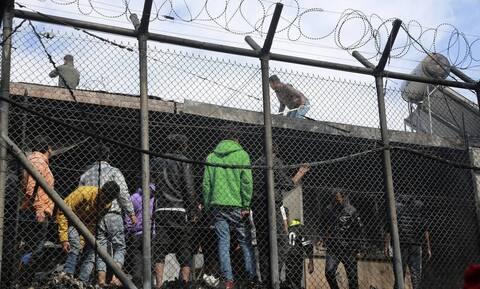 Μυτιλήνη: Άγριες συγκρούσεις μεταξύ μεταναστών και προσφύγων στην πλατεία Σαπφούς