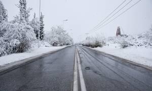 Φονική κακοκαιρία: Μία νεκρή από κεραυνό - Καταστροφές σε όλη τη χώρα - Δείτε πού χιόνισε