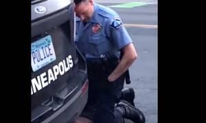 Σοκαριστικό video: Αστυνομικός δολοφονεί Αφροαμερικανό πατώντας τον στο λαιμό
