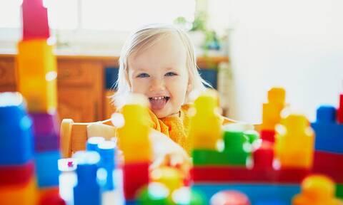 Τι μπορείτε να κάνετε με τα παιδιά στο σπίτι; Ιδέες δημιουργικής απασχόλησης (vids)