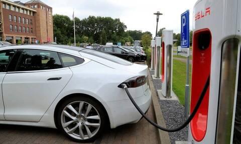 Ηλεκτροκίνηση: Πώς θα διαμορφωθεί το πρόγραμμα των επιδοτήσεων για αυτοκίνητα, ποδήλατα και σκούτερς