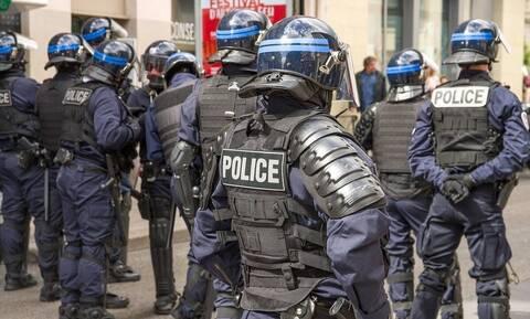 Σάλος με ράπερ! Αστυνομία έκανε ντου σε βίλα με δεκάδες μοντέλα! Δείτε τι έγινε (pics+vids)