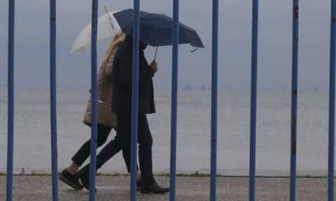 Καιρός: Συνεχίζονται την Πέμπτη οι καταιγίδες - Πού θα είναι έντονα τα φαινόμενα (vid)
