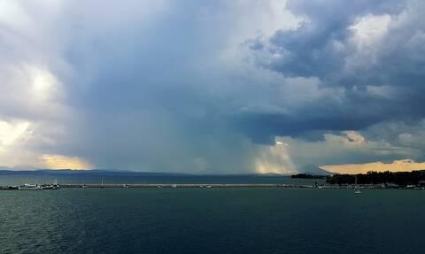 Καιρός: Συνεχίζονται και την Πέμπτη οι βροχές - Πού και πότε θα είναι έντονα τα φαινόμενα (pics)