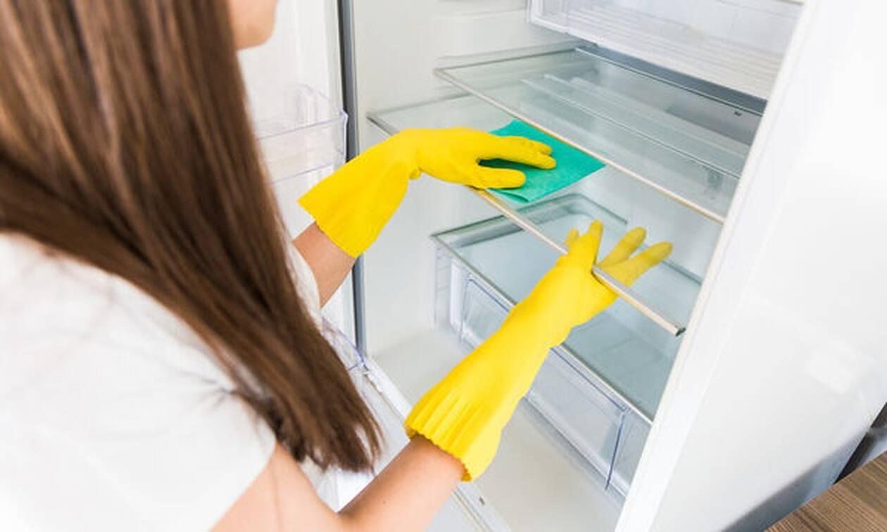 Ο σωστός τρόπος για να καθαρίσετε & να απολυμάνετε το ψυγείο σας (vid)