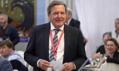 Γκέρχαρντ Σρέντερ: Ο πρώην καγκελάριος της Γερμανίας όπως δεν τον έχετε ξαναδεί (pics)