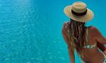 Αυτή είναι η σέξι εγγονή του Σον Κόνερι - Ποζάρει με μαγιό και «ρίχνει» το Instagram