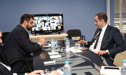 Ο Γρηγόρης Δημητριάδης με το Εκτελεστικό Γραφείο της ΟΝΝΕΔ
