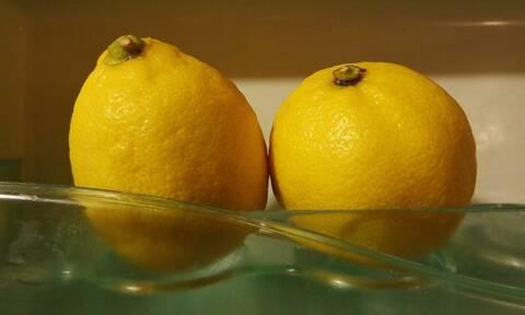 Κόβετε τα λεμόνια στη μέση; Μην το κάνετε ξανά! Αυτός είναι ο σωστός τρόπος...
