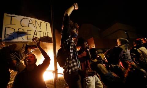 Παρελθόν βίας από τον αστυνομικό που σκότωσε τον αφροαμερικανό Τζορτζ Φλόιντ