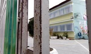 Σοκ στη Θεσσαλονίκη: Μαχαίρωσαν νεαρό μέσα σε σχολείο για οπαδικές διαφορές