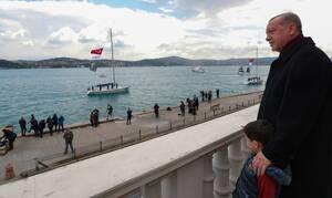 Ο Ερντογάν προκαλεί με προσευχή στην Αγία Σοφία και κιτς τείχος για την επέτειο της Άλωσης