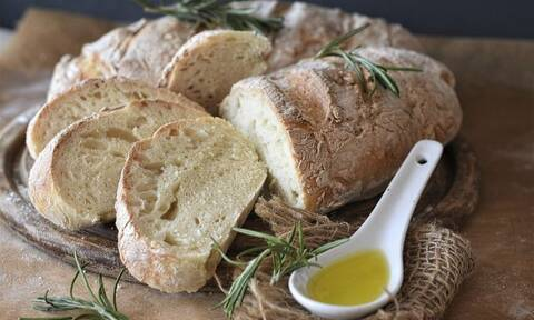 Απίστευτο κόλπο: Πώς θα κάνετε το μπαγιάτικο ψωμί ξανά φρέσκο
