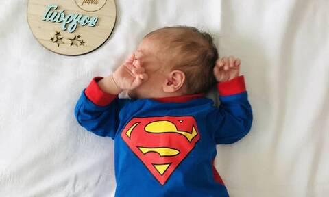 Ο γιος της έγινε ενός μήνα και τον έβγαλε τις πιο υπέροχες φωτογραφίες (pics)