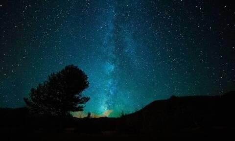 Έγινε η νύχτα… μέρα: Μυστηριώδης «μπάλα φωτιάς» πέφτει από τον ουρανό δίπλα στην Ελλάδα (pics)