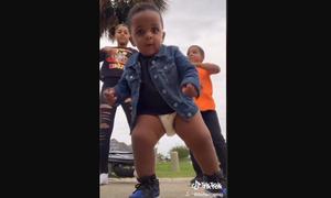 Ο απίστευτος χορός ενός μωρού στο TikTok που έγινε viral (vid & pics)