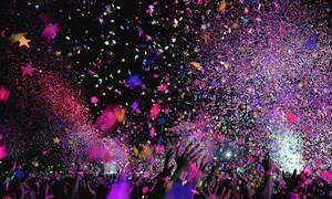 Κορονοϊός: Χαμός σε υπαίθριο πάρτι… τόπλες - Απίστευτες εικόνες (pics)