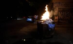 Σοβαρά επεισόδια στα Εξάρχεια - Φωτιά σε κάδο