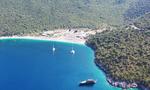 Η διάσημη και κρυμμένη παραλία του Ιονίου με τα κρυστάλλινα νερά (vid)