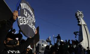 Τζορτζ Φλόιντ: Τι δείχνει η νεκροψία του 46χρονου - «Κάηκαν» οι ΗΠΑ από τους οργισμένους διαδηλωτές
