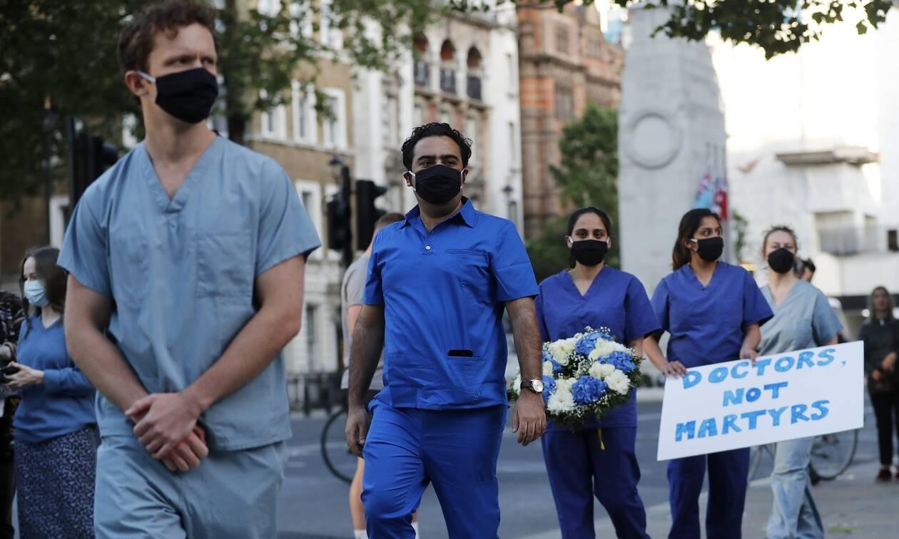 Κορονοϊός- Βρετανία: Κατά της χαλάρωσης των μέτρων σύμβουλοι της κυβέρνησης Τζόνσον