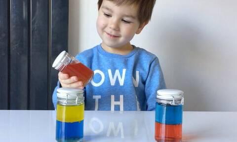 Εντυπωσιακό πείραμα δείχνει στα παιδιά πώς προκύπτει το κάθε χρώμα (vid)