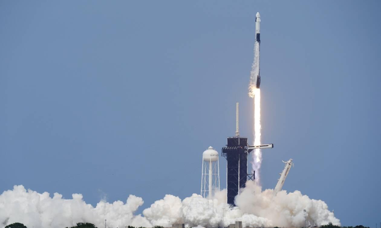 SpaceX: Ιστορική στιγμή - Εκτοξεύτηκε η επανδρωμένη αποστολή προς τον διεθνή διαστημικό σταθμό