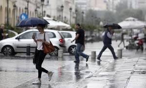 Καιρός: Συννεφιασμένη Κυριακή με βροχές και καταιγίδες - Πού θα είναι έντονα τα φαινόμενα (χάρτες)