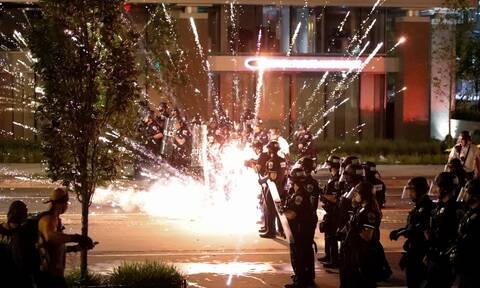 «Κύμα» οργής στις ΗΠΑ για τη δολοφονία του Φλόιντ: Επεκτείνονται οι διαδηλώσεις, αυξάνει η ένταση