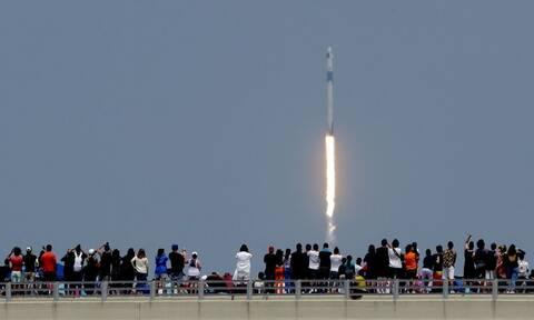 SpaceX: Συγκλονιστικές στιγμές - Η πρώτη ιδιωτική πτήση ταξιδεύει προς τον ISS