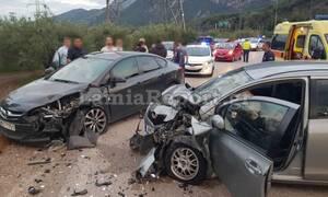 Λαμία: Οικογένεια σώθηκε από θαύμα - Έπεσε πάνω της αυτοκίνητο από το αντίθετο ρεύμα!