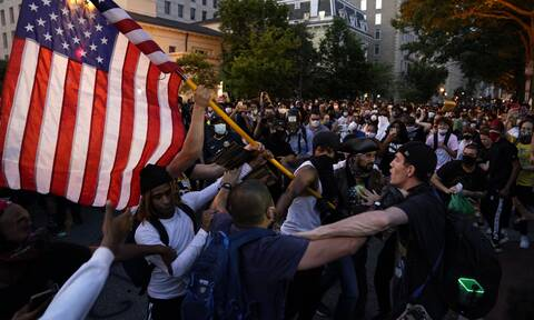 «Φλέγονται» οι ΗΠΑ για τη δολοφονία του Τζορτζ Φλόιντ: Τρεις νεκροί και επεισόδια σε όλη τη χώρα