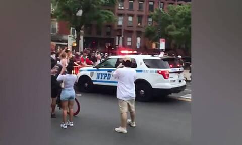 Δολοφονία Τζορτζ Φλόιντ - Βίντεο-σοκ: Περιπολικό παρασύρει διαδηλωτές στη Νέα Υόρκη